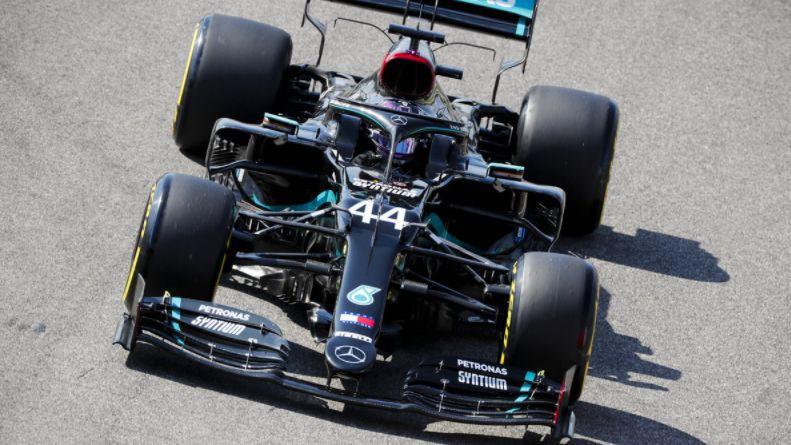 Hamiltonam izdodas pārspēt Botasu un 95. reizi uzvarēt kvalifikācijā