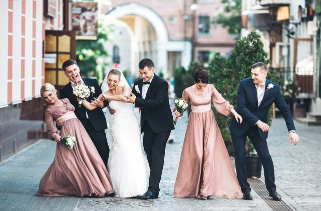 Ieteikumi: ko nevajadzētu vilkt, dodoties uz kāzām