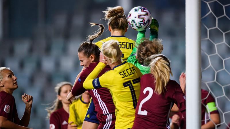 Latvietes pret spēcīgo Zviedriju ielaiž septiņus vārtus