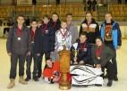 Foto: Placēna kausu atgūst Ogres 1.vidusskolas hokejisti