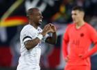 """PSG neuzvar izcilā astoņu vārtu trillerī, Marseļas """"Olympique"""" braši soļo pretī sudrabam"""