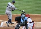 """MLB sāk: """"Yankees"""" pārspēj čempionus, Hernandezam pieci punkti """"Dodgers"""" uzvarā"""