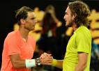 Cicipass pēc bezcerīga sākuma piecu setu duelī pieveic Nadalu
