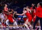 """Motes """"Arizona"""" šokē """"UConn"""" un spēlēs NCAA čempionāta finālā"""
