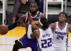 """Lebrona atgriešanās spēlē """"Lakers"""" mājās izlaiž pārsvaru, Teitumam 60 punkti"""