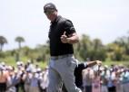 """Ranga līderis Džonsons neiztur """"PGA Championship"""" konkurenci, vadībā 50 gadus vecais Mikelsons"""