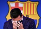 """Mesi ar asarām acīs emocionāli atvadās no """"Barcelona"""" kluba"""