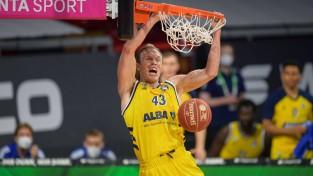 """Berlīnes """"Alba"""" basketbolisti otro gadu pēc kārtas triumfē Vācijas Bundeslīgā"""