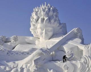 Foto: Mākslas darbi no sniega