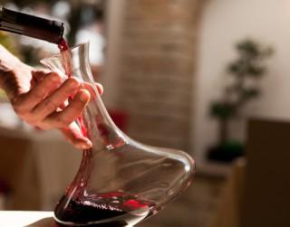 Kā pareizi dekantēt vīnu?
