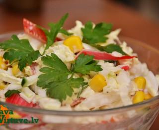 Fotorecepte: Krāsainie salāti soli pa solim