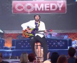 """Video: Biroja darbinieka himna  """"Comedy Club"""" versijā"""