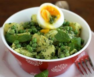 Kartupeļu un zaļo zirnīšu salāti
