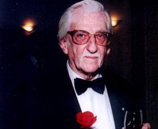 Leģendu pieminot. Leļļu pasaules goda pilsonim Pāvilam Šenhofam apritētu 90 gadi