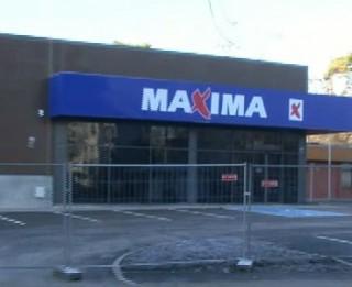 Imantas Maximā evakuē cilvēkus, pārdevēji sildās Supernetto veikalā