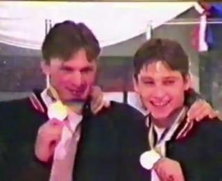 Video: Noskaties kā fani un hokejisti svinēja Latvijas izlases iekļūšanu A grupā 1996. gadā