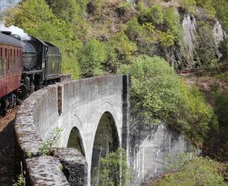Vilciens: ceļojums cauri laikam un stāstiem