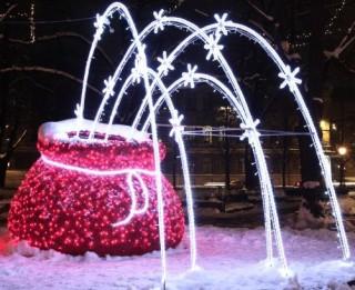 """Objekts """"Prieka maiss"""" saņem festivāla """"Ziemassvētku egļu ceļš"""" apmeklētāju simpātiju balvu"""