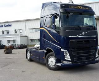 Volvo Trucks radījis īpašu - Latvijai veltītu automašīnas modeli