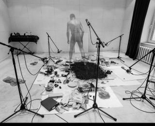 """Ilmāra Blumberga audioperformances """"Zīmējumi ir kastītē"""" oriģinālatskaņojums MVT Vasaras mājā (+VIDEO)"""