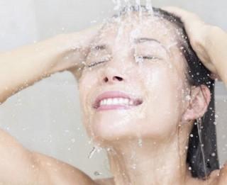 5 kļūdas, kuras nepieļaut, mazgājot matus