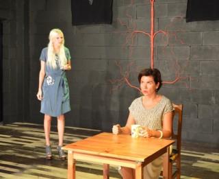 """H.Paukša lugas """"Gastronomiskā minoritāte"""" iestudējums Dramaturgu teātrī"""