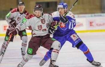 Latvija otrajā pārbaudes spēlē rupji kļūdās un papildlaikā zaudē Slovākijai