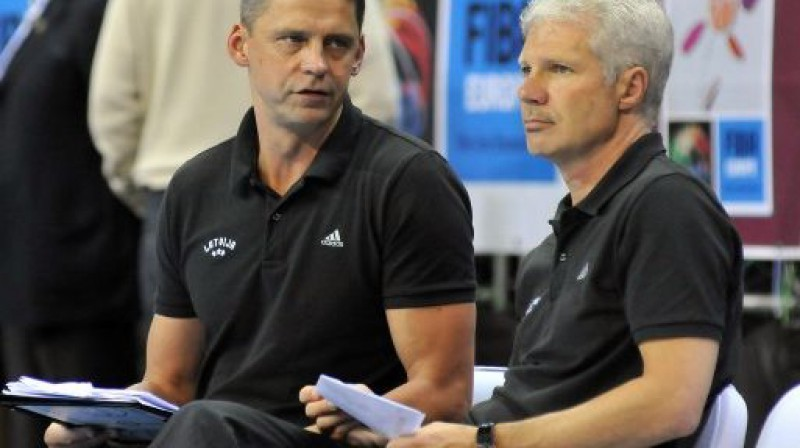 Latvijas izlases treneri Kārlis Muižnieks un Ainars Zvirgzdiņš Foto: Romualds Vambuts, eSports.lv
