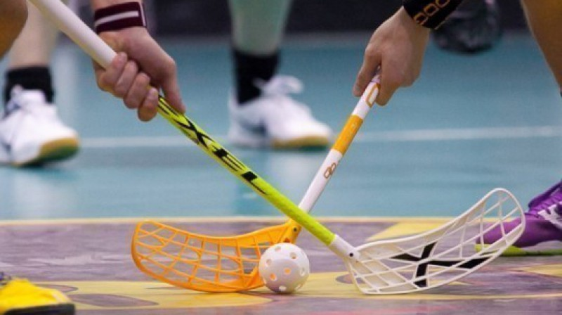 Katra uzvara sākas ar iemetienu  Foto: Raivo Sarelainens, floorball.lv