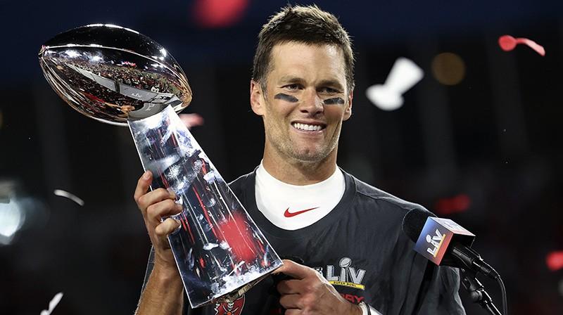 """Toms Breidijs ar """"Superbowl"""" trofeju. Foto: AP/Scanpix"""