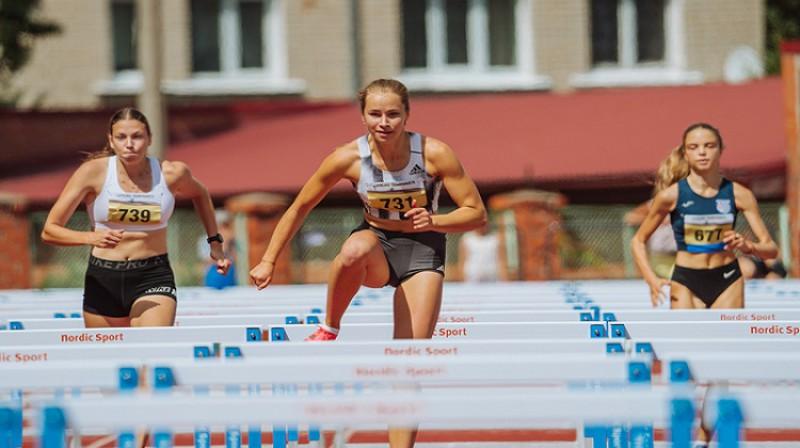 Uzvarētāja U18 Alise Krista Melbārde (priekšplānā). Foto: Guntis Bērziņš.
