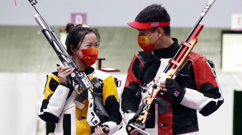Ķīnas šāvēji Čjana Janga un Haorans Jangs. Foto: Jeon Heon-Kyun/EPA/Scanpix