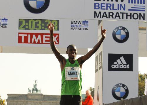 Berlīnes maratonā ar jaunu pasaules rekordu uzvar Makau
