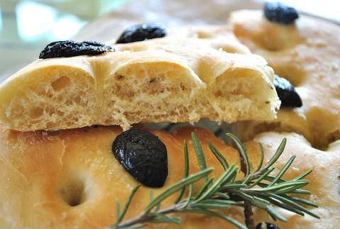 Focaccia – uzcep mājās populāro itāļu maizi