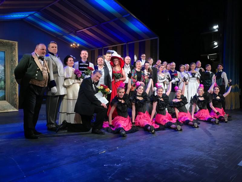 Pēc skatītāju pieprasījuma uzsākta biļešu tirdzniecība uz opereti Jautrā atraitne maijā