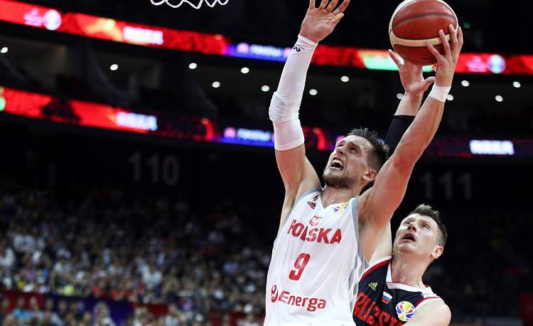 Polijai liela uzvara pār Krieviju un ļoti labas izredzes uz ceturtdaļfinālu