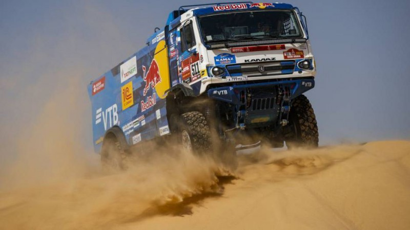 """Video: """"Kamaz"""" monstri dominē Dakaras rallija 10. posmā"""