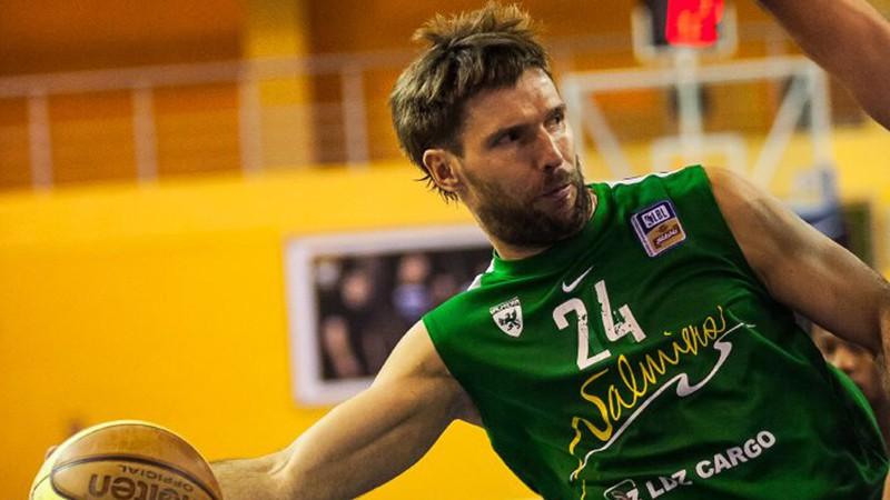 """Valmierieši pret """"Ventspili"""" laukumā sūtīs pilsētas basketbola leģendu Sandi Amoliņu"""