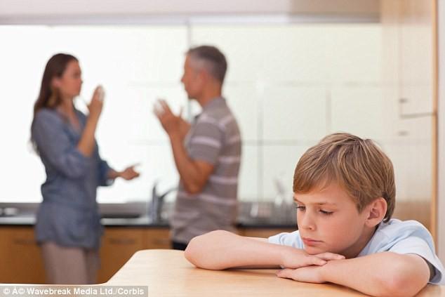 10 metodes, kā mēģināt pārtraukt izpelnīties toksisku vecāku mīlestību