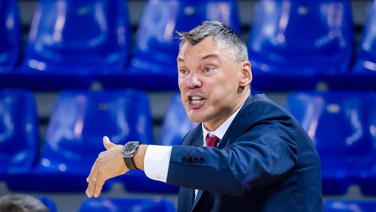 Šmits nobloķē Džeimsu, Jasikēvičs noliek uz lāpstiņām CSKA