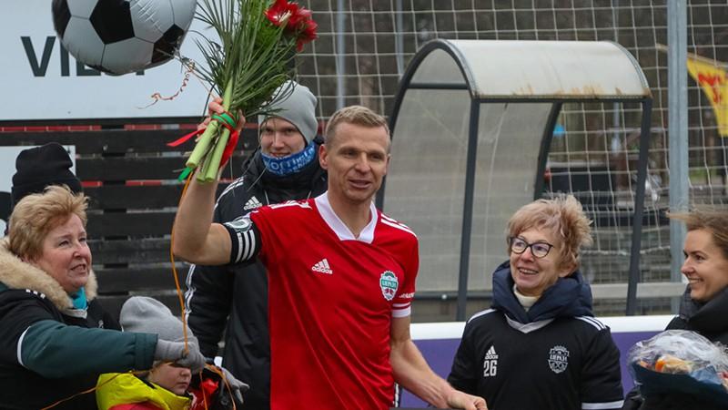 Deniss Ivanovs beidz karjeru, Dodo godina Maradonu, Tīdenbergam hat-trick