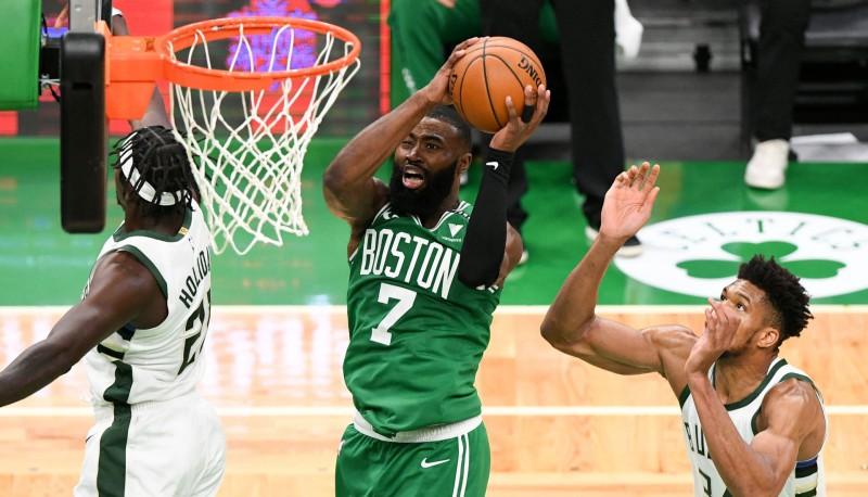 """Sliktas ziņas """"Celtics"""" nometnē: Braunam sezona beigusies"""