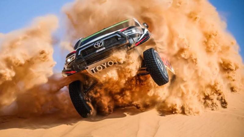 Arābu sportists Dakaras rallija 3.ātrumposmā pārsit piecas riepas