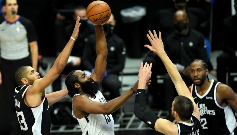 """Hārdenam 37+11 """"Nets"""" panākumā pret """"Clippers""""; Jangam 35 punkti pret """"Nuggets"""""""