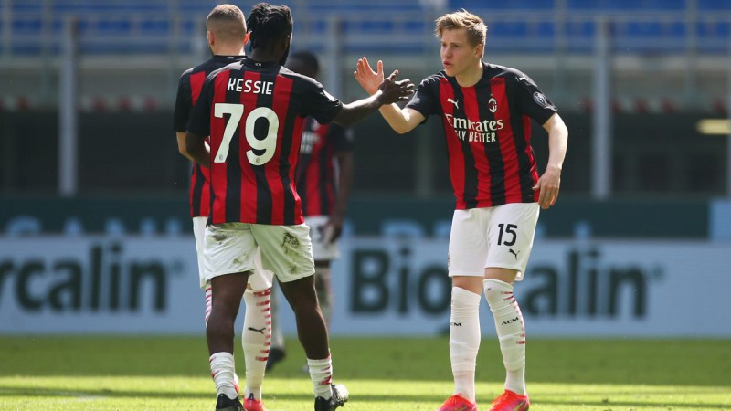 Hauge izrauj ''Milan'' neizšķirtu pret ''Sampdoria'', ''Napoli'' ar grūtībām uzvar pastarīti