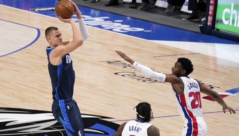 """Porziņģim 19+7 uzvarā pret Austrumu konferences pastarīti """"Pistons"""""""