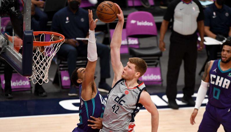 """Bertānam efektīgs danks, """"Wizards"""" uzvar trillerī un """"play-in"""" spēlēs pret """"Celtics"""""""