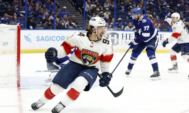 ''Panthers'' papildlaikā izcīna pirmo uzvaru, ''Canadiens'' pārsteidz Toronto