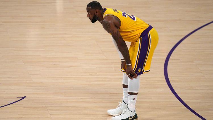 """Bukera 47 punkti piespiež Losandželosas """"Lakers"""" nolikt čempiones pilnvaras"""