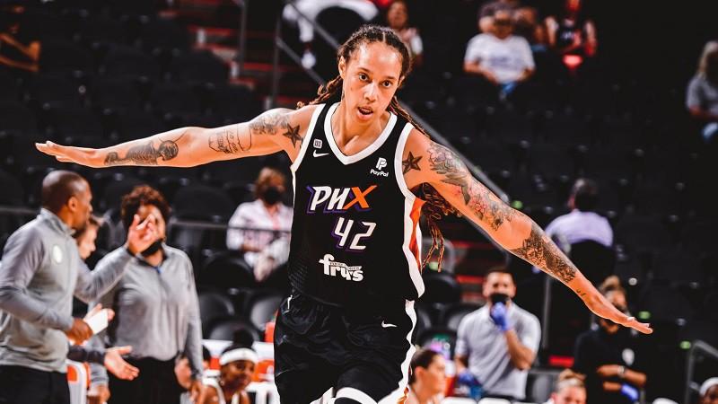 """Grainere ieliek """"vienroci"""", Gulbja uzvarētais Hopkinss – mēneša treneris WNBA"""